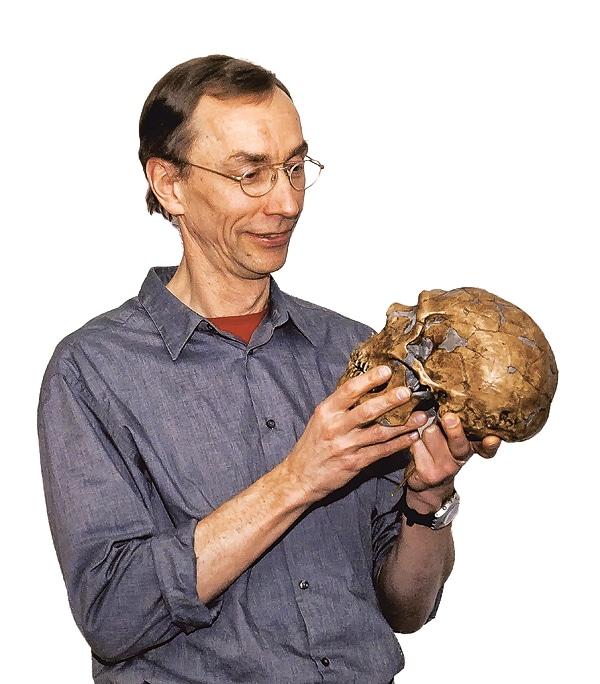 TT-VETENSKAP-NEANDERTALARE 1 Arkiv - Den svenske evolutionsgenetikern Svante P‰‰bo med en neandertalskalle. Foto Max Planck-intitutet/Scanpix / kod 10510 HANDOUT - Endast redaktionell anv‰ndning till text om denna nyhet